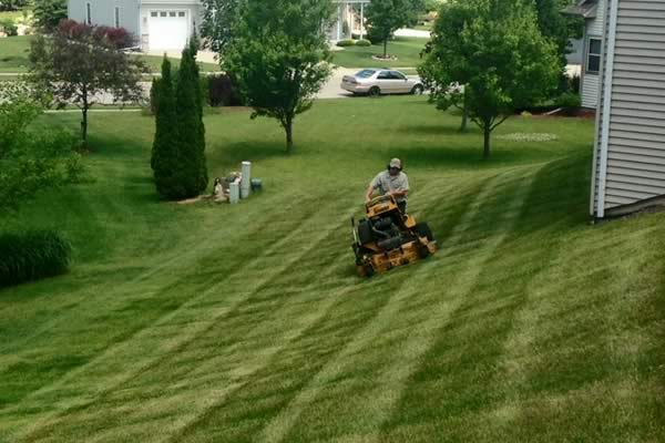 Residential Lawn Mowing Service from Advance Lawn Service Company - Hartford WI