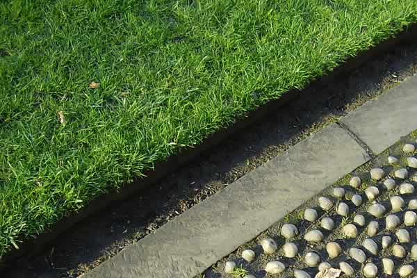 Lawn Edging Service from Advance Lawn Service Company - Hartford WI