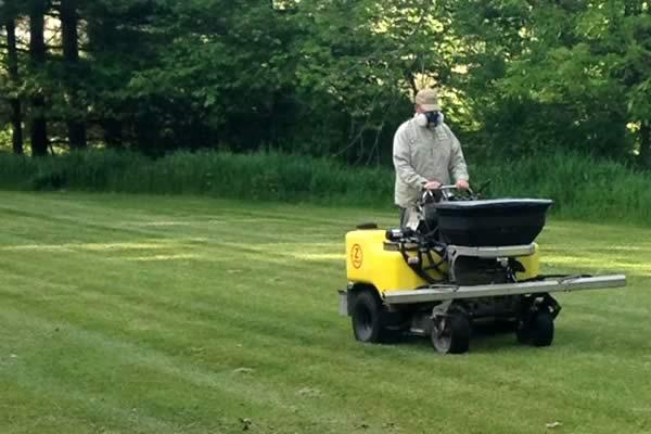 Lawn Fertilizer Service by Advance Lawn Service Company, Hartford WI